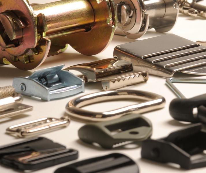 Pièces métalliques et plastiques